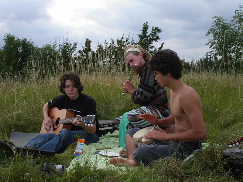 Danny 2004 3 musicians